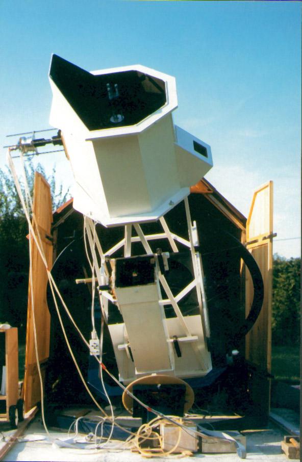 Telescope equatorial de 500mm de diametre install dans un for Polissage miroir telescope
